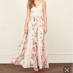 Abercrombie & Fitch Floral Lace Dress 👀💕